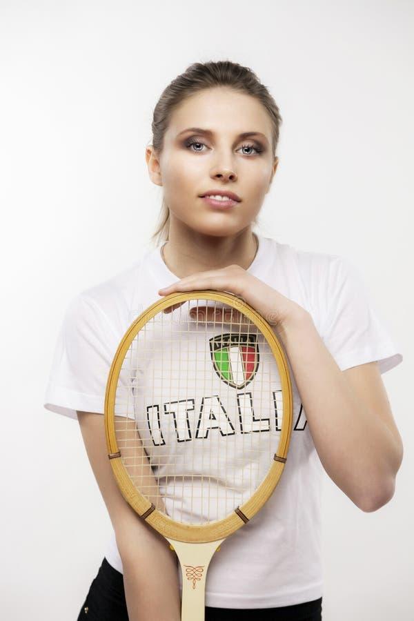有葡萄酒网球拍的女孩 免版税库存照片