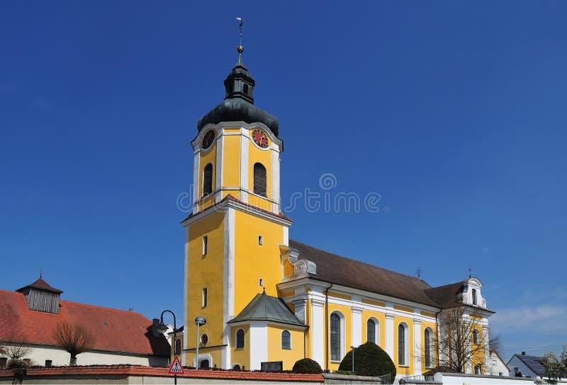 有葱圆顶的巴洛克式的教会在尖顶 库存照片