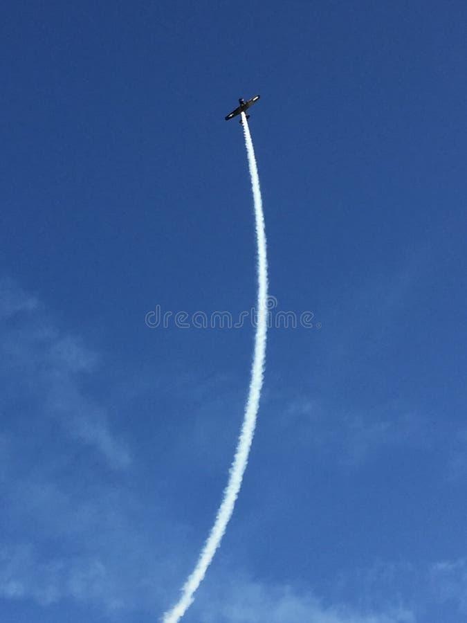 有蒸气足迹的葡萄酒飞机 图库摄影