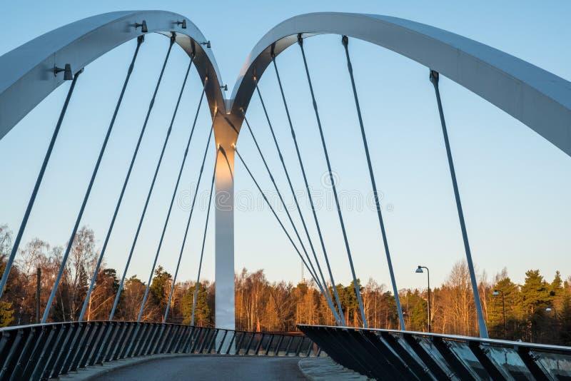 有蓝天的小桥梁作为背景 图库摄影