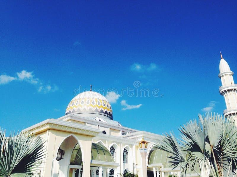有蓝天的清真寺 库存图片