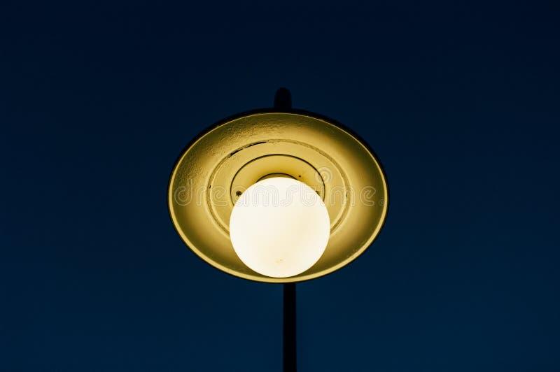 有蓝天的街灯我 图库摄影