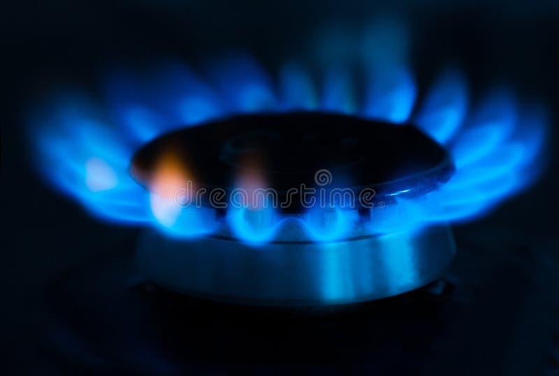 有蓝焰的煤气喷燃器 库存照片