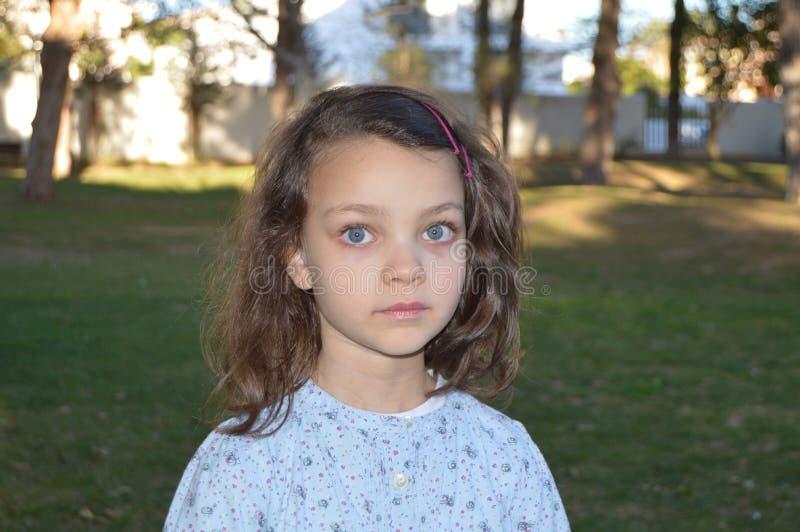 有蓝眼睛的8小女孩 免版税库存图片