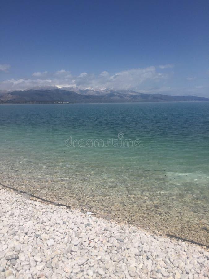 有蓝色和绿色的美丽的湖在土耳其 库存照片
