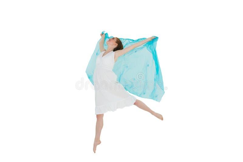 有蓝色围巾的年轻美丽的女性舞蹈家 免版税库存图片