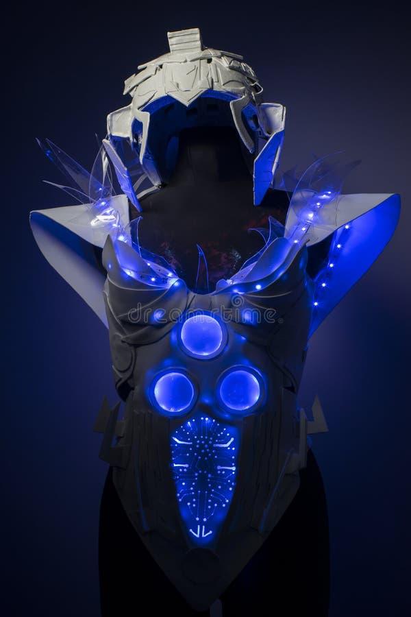 有蓝色LED光和塑料材料的利用仿生学的装甲 免版税库存照片