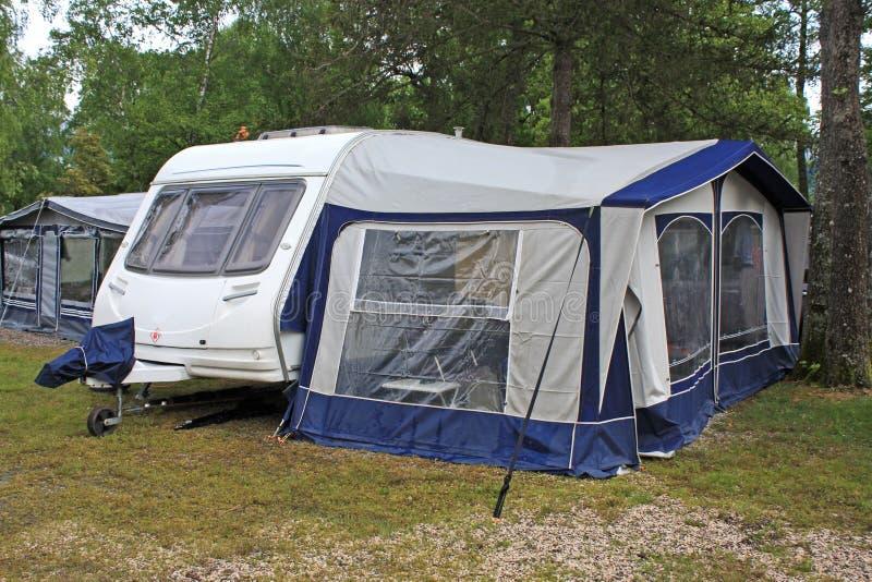 有蓬卡车和遮篷 库存照片
