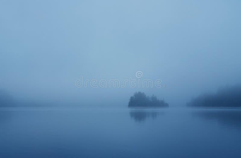 有薄雾的岸 库存图片