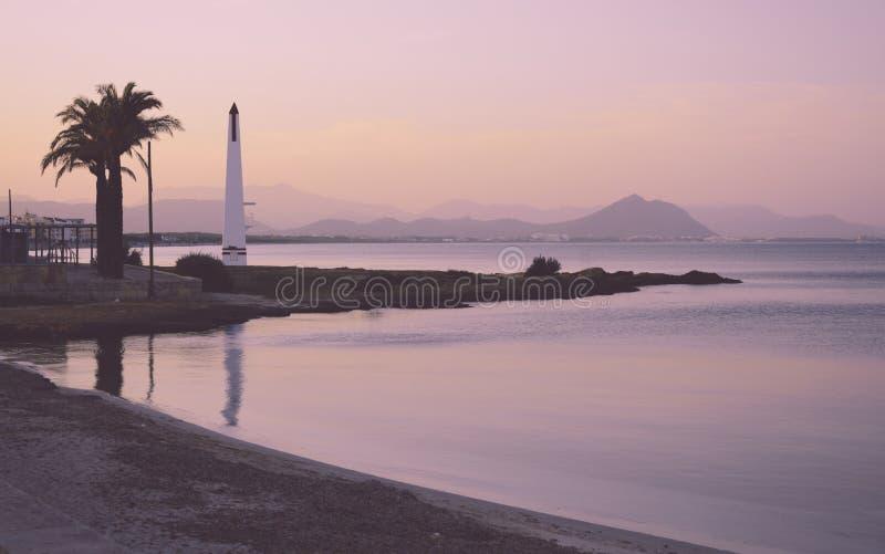 有薄雾的桃红色日落能Picafort 库存图片