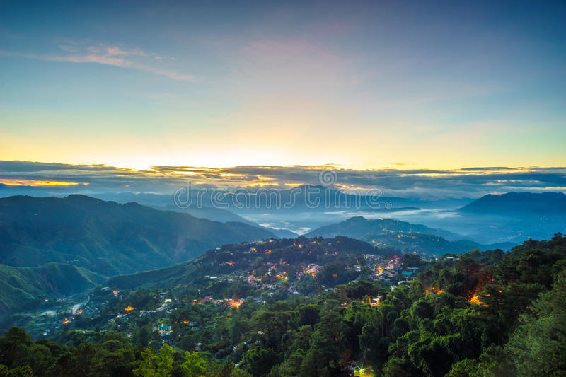 有薄雾的蓝色小时矿视图公园 库存图片