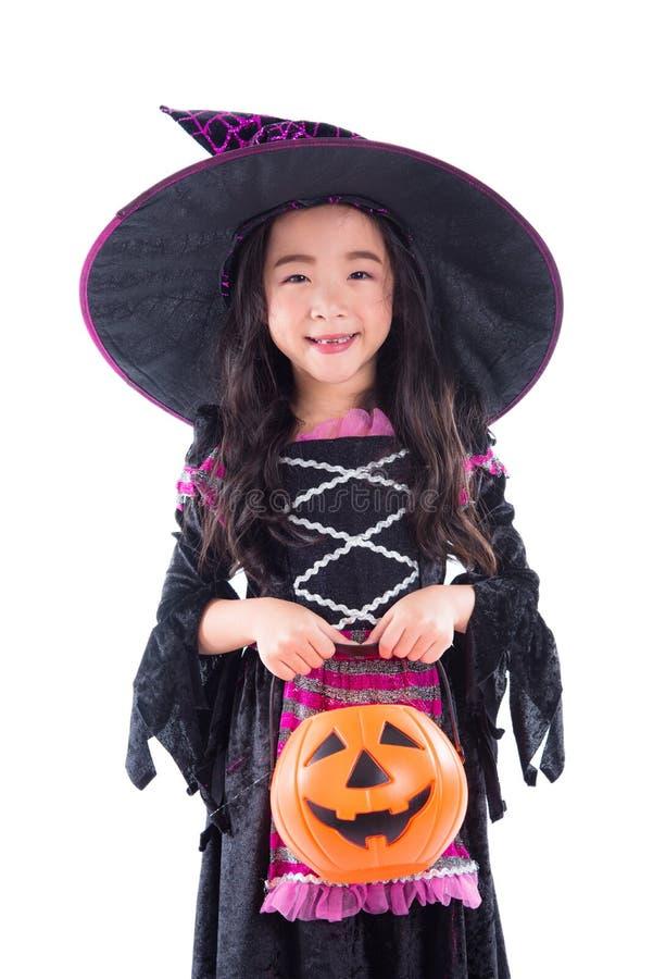 有藏品南瓜桶和微笑的女孩巫婆 图库摄影