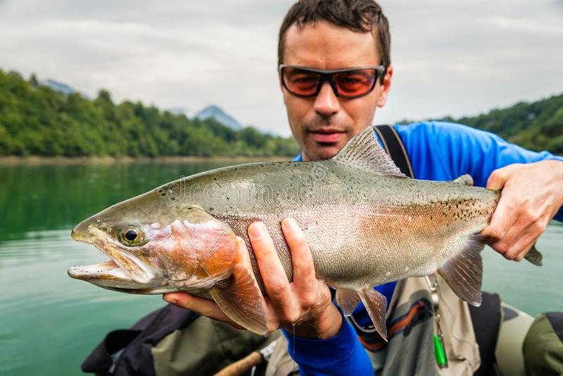 有虹鳟,斯洛文尼亚抓住的渔夫  免版税库存照片