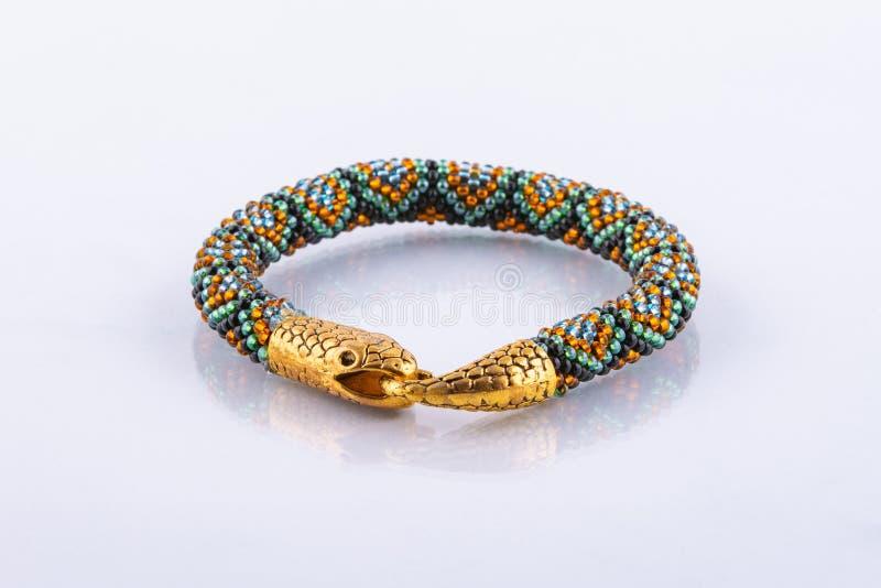 有蛇钩子的小设计师小珠镯子 库存图片