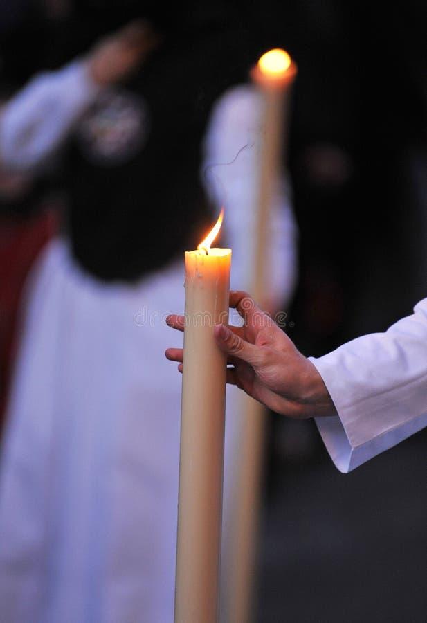 有蜡烛蜡燃烧的,圣周基督教徒在塞维利亚,安大路西亚,西班牙 免版税库存图片