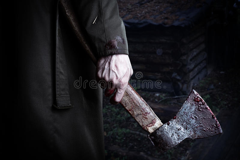 有血液的轴在男性手 免版税库存照片