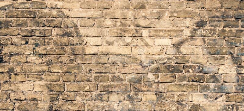 有街道画片段的老砖墙 库存图片