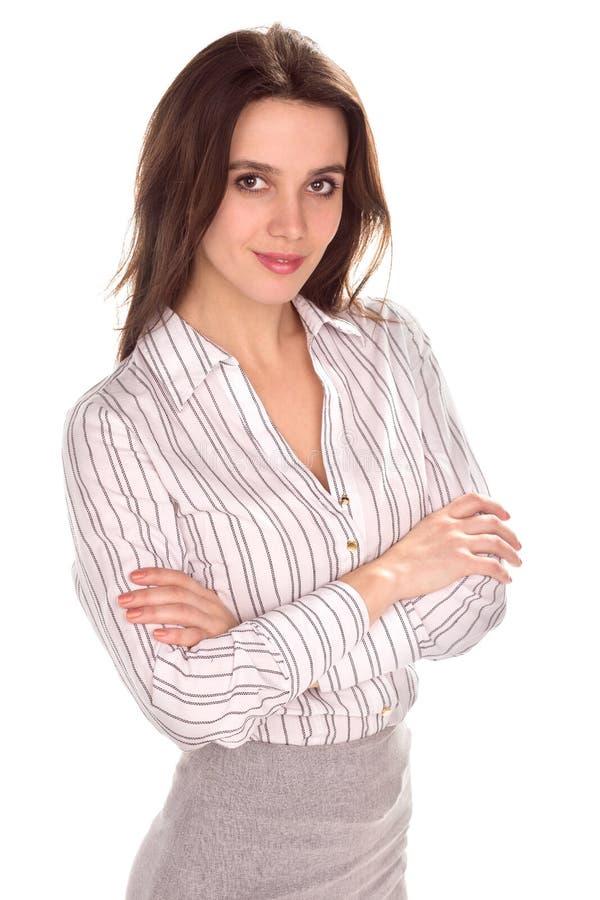 有被交叉的双臂的年轻俏丽的女实业家 充分的高度画象 免版税库存图片