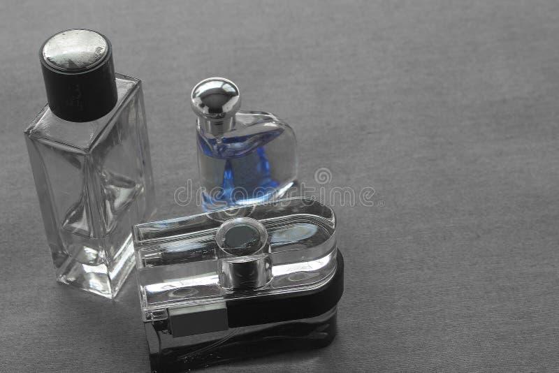有被分类的气味名牌和h的三个精神科隆香水瓶 库存照片