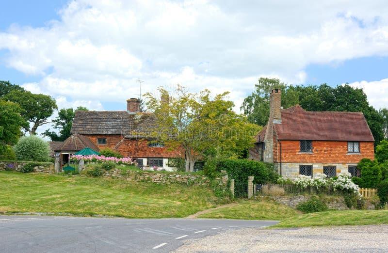 有被围住的庭院的独立式住宅 免版税库存图片