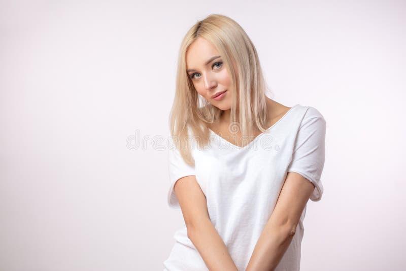 有被洗染的白肤金发的继承人的少妇 免版税库存图片