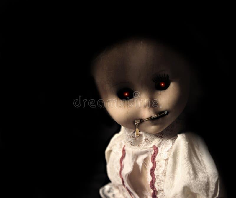 有被用拉锁拉上的嘴的葡萄酒邪恶的鬼的玩偶 库存照片