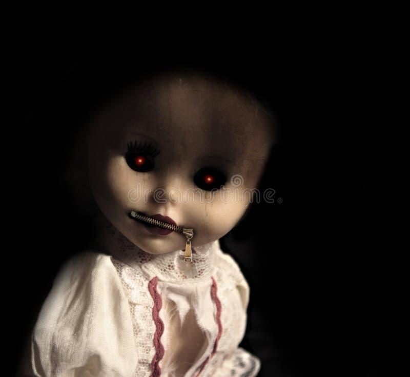 有被用拉锁拉上的嘴的葡萄酒邪恶的鬼的玩偶 免版税库存照片