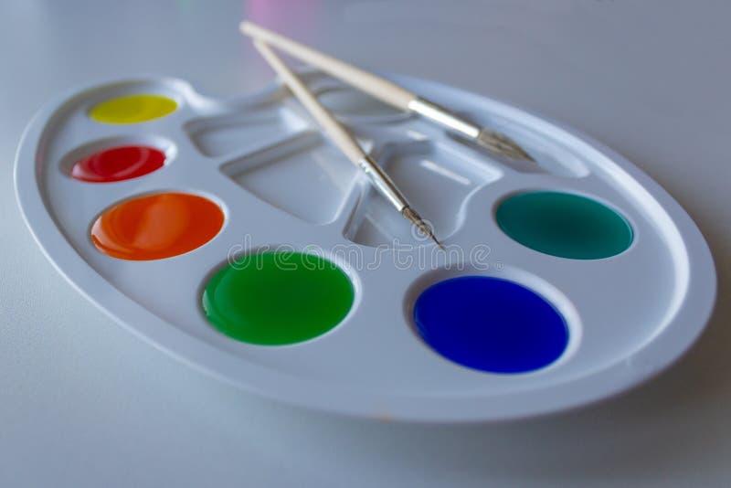 有被稀释的油漆的调色板 库存图片