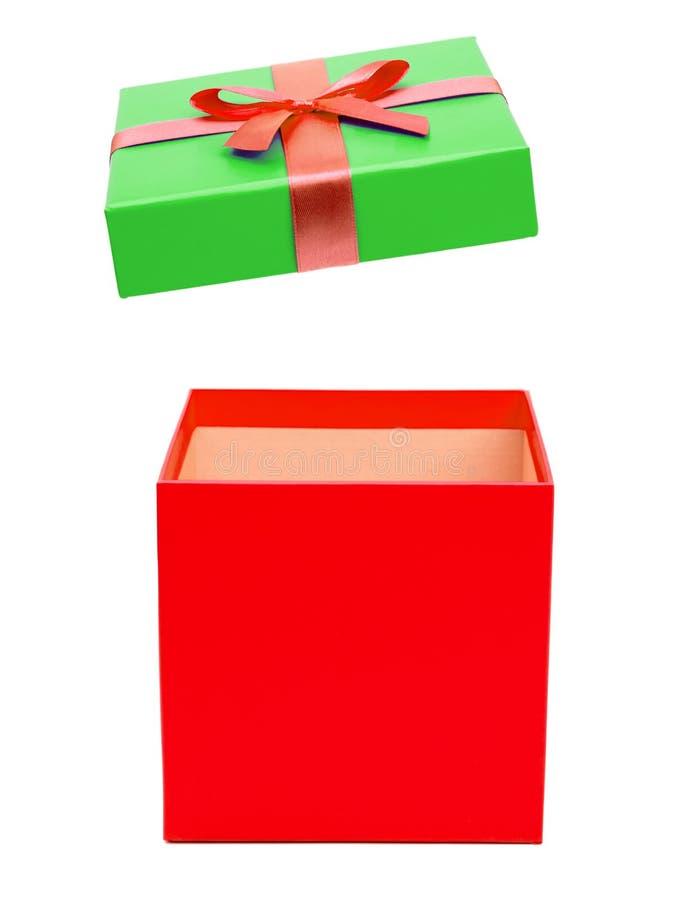 有被隔绝的丝带的红色礼物盒 库存图片