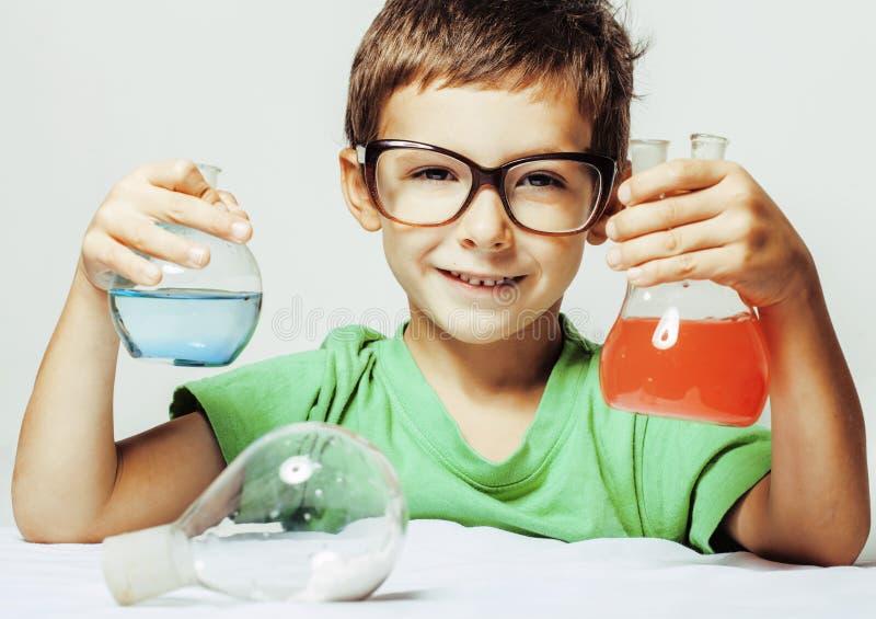 有被隔绝的医学玻璃的小逗人喜爱的男孩 免版税库存图片