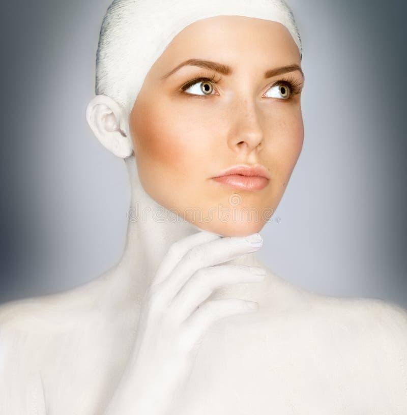 有被绘的顶头魅力的美丽的妇女 免版税库存图片