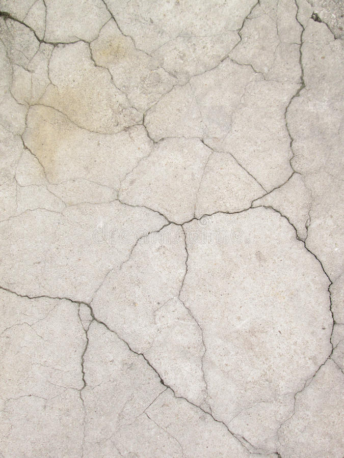 有裂缝的难看的东西水泥水泥墙壁在工厂厂房,伟大为您的设计和纹理背景 免版税库存照片