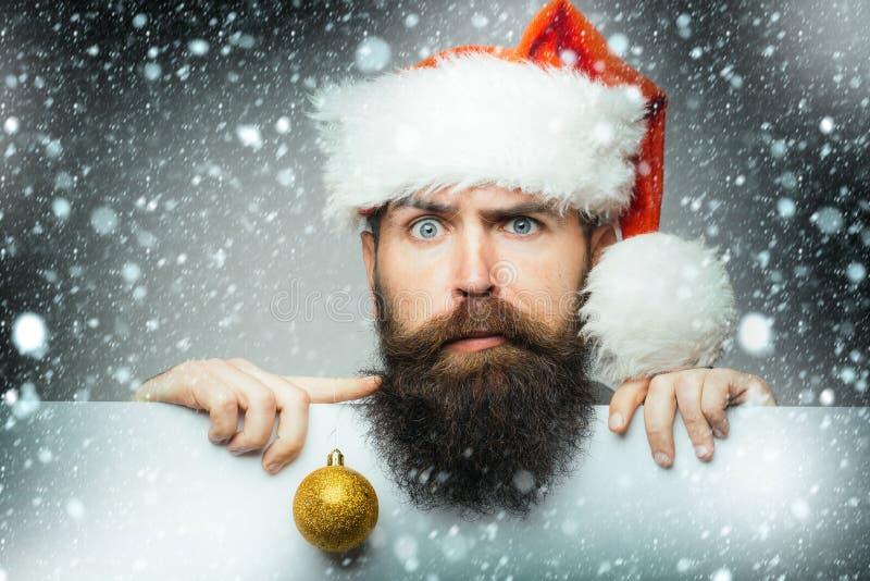有装饰球的圣诞节人 库存照片