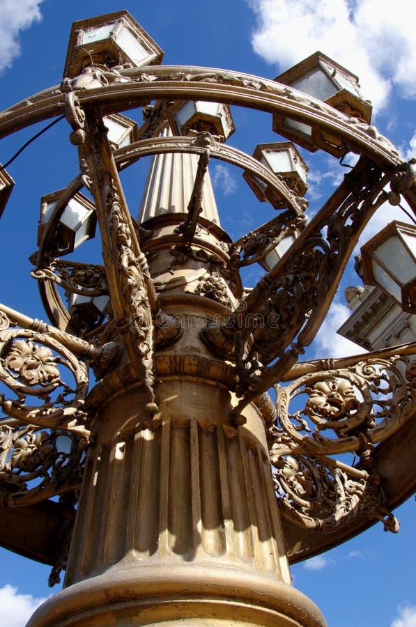 有装饰的历史巨型的路灯柱 免版税库存照片