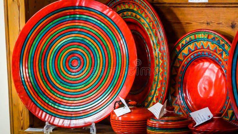 有装饰螺旋样式的五颜六色的板材 免版税图库摄影