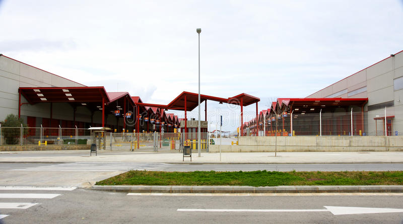 有装货和卸货码头的工厂 库存照片