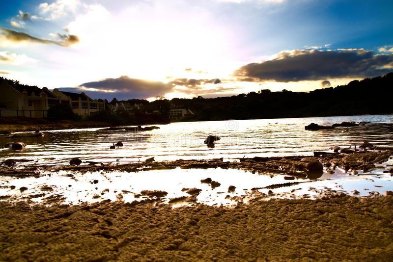 有议院的盐水湖在日落期间 库存图片