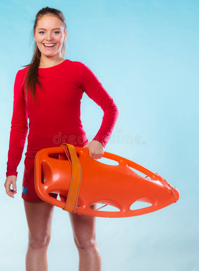 有设备浮游物的女孩救生员 免版税库存图片