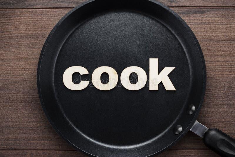 有词厨师的平底锅 免版税库存照片