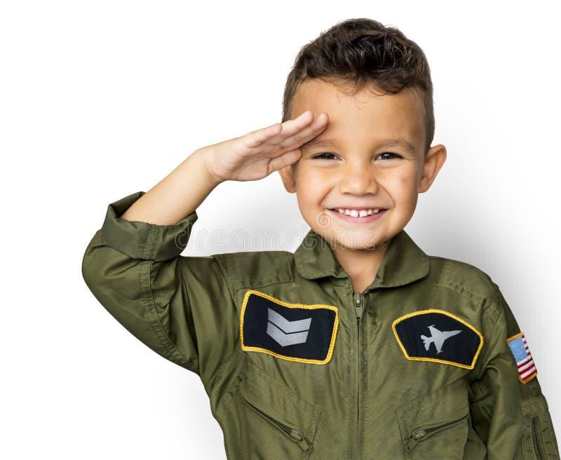 有试验制服的男小学生梦想职业的 库存图片