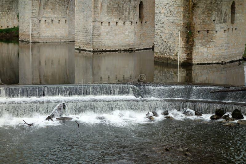有详细测流堰的Pont Valentre桥梁 免版税库存照片
