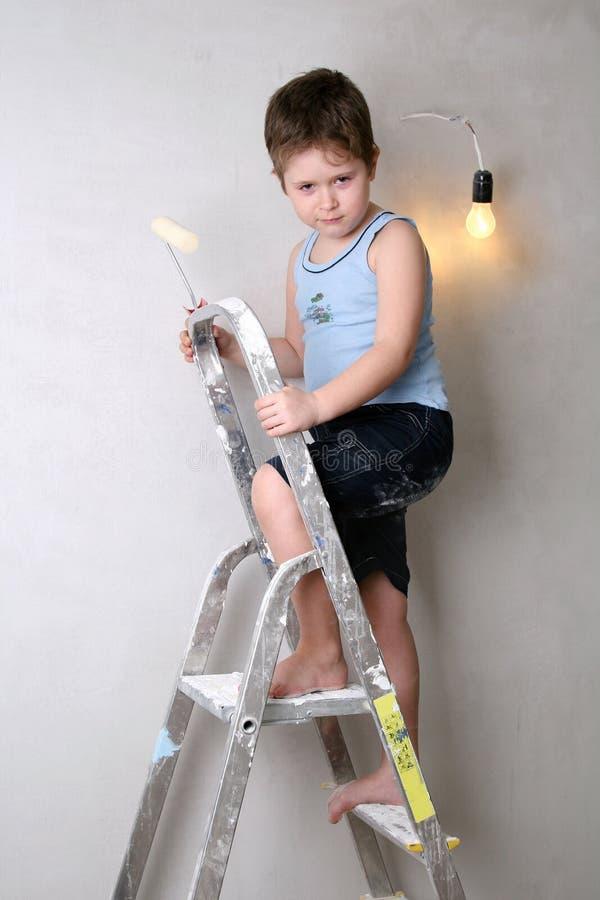 有调色板刀子的男孩 免版税库存照片