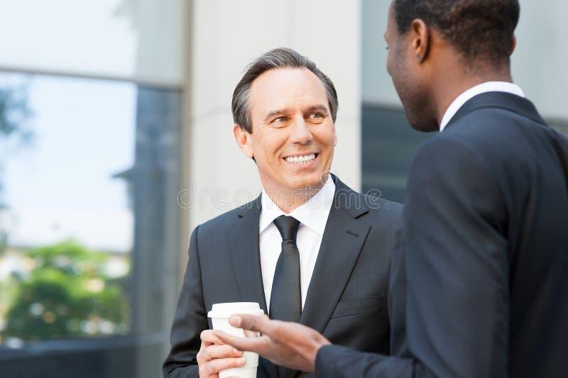 有谈话的咖啡休息  免版税图库摄影