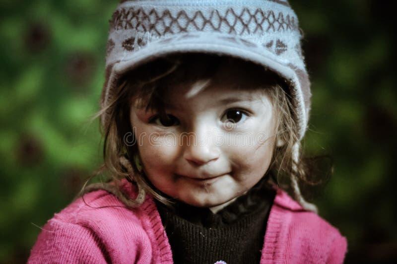 有谦逊的眼睛的女孩在塔吉克斯坦 图库摄影