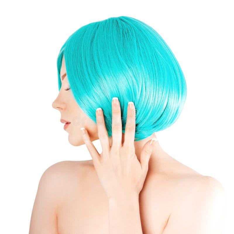 有豪华蓝色头发的秀丽少妇 有新鲜的滑雪的女孩 免版税库存照片