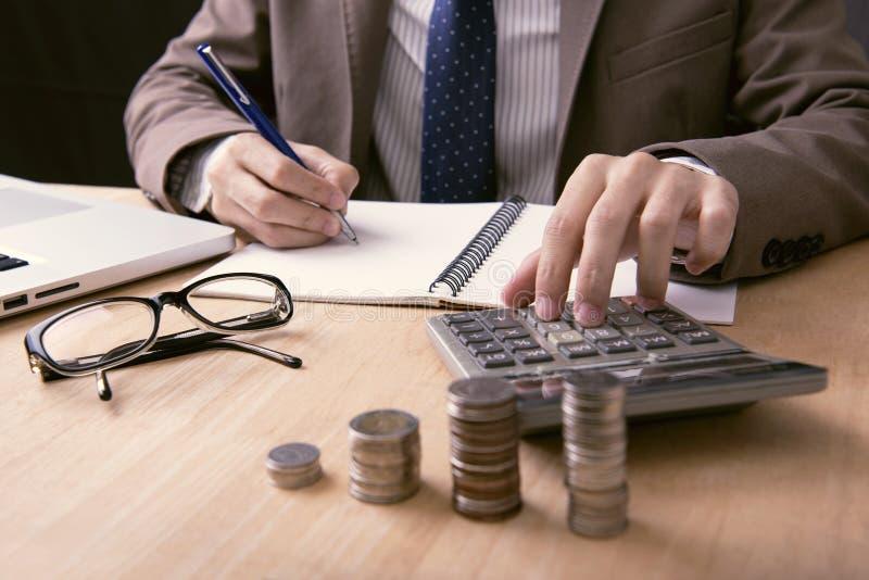 有财政计算器writeing的笔记的企业会计 免版税图库摄影