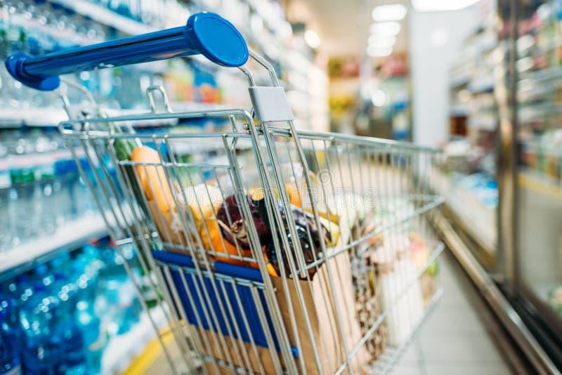有购买的购物车在超级市场 图库摄影