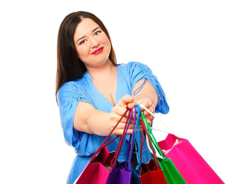 有购物袋的美丽的时髦的超重妇女 库存图片