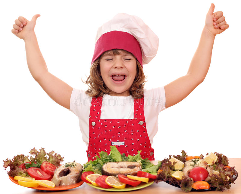 有赞许和海鲜的小女孩厨师 免版税库存图片