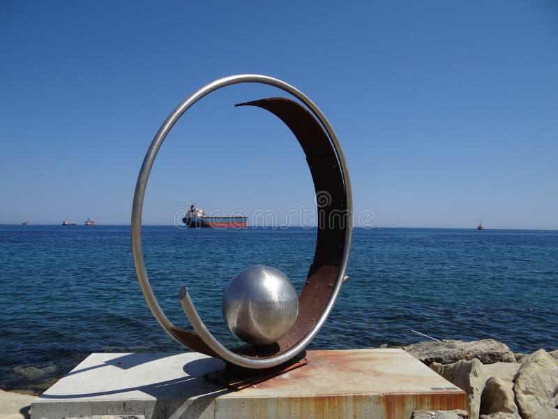 有趣的构成'圆环'与里面球 免版税图库摄影